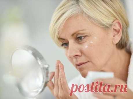 Las máscaras para la persona después de 50 años en las condiciones de casa: las recetas contra las arrugas, para la rejuvenescencia, podtyagivaniya las pieles (+отзывы)