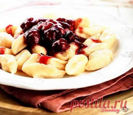 Ленивые вареники с простым соусом из вишни » Смакуй - кулинарные рецепты со всего света!