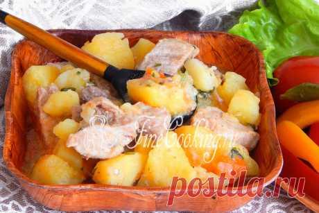 Тушеный картофель с мясом в мультиварке Сегодня поделюсь с вами рецептом простого, вкусного и сытного второго блюда, которое отлично подойдет для семейного обеда или ужина.