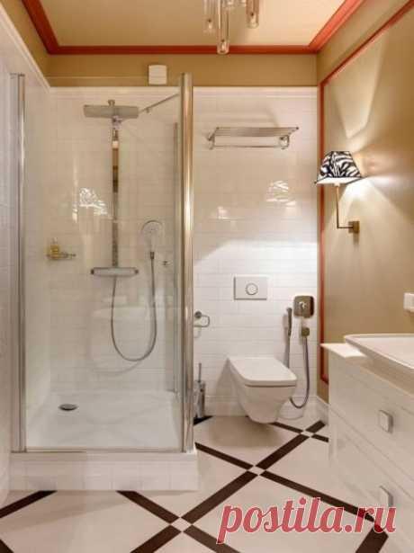 Как можно обустроить маленькую ванную комнату, в которой есть душевая кабина