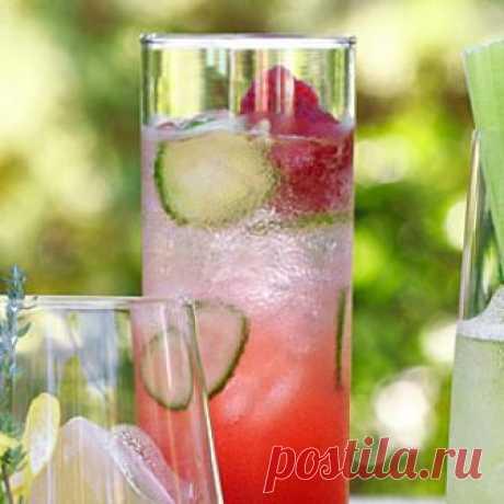 Алкогольные напитки. Итальянский малиновый коктейль Вам понравится этот легкий коктейль, нежно-розового цвета, с фруктовыми нотками и приятной горчинкой...  Состав: Кампари - 1/4 стакана малиновый сироп (малиновое варенье, разбавленное водой, 2:1) - 6 …