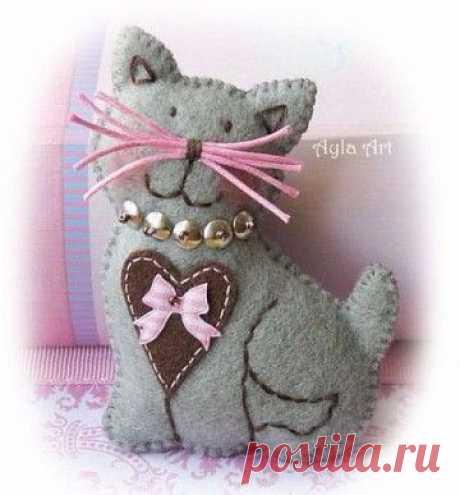 Фетровые коты и кошечки