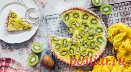 Пирог с киви - ПУТЕШЕСТВУЙ ПО САЙТУ. Готовить пироги из готового слоеного теста просто, удобно и быстро. Единственное, что надо обладать достаточным запасом начинок, чтобы такие пироги не надоели. Мы считаем, что пирог с киви в яично-сметанной сладкойзаливке – это отличный вариант. ИНГРЕДИЕНТЫ слоеное дрожжевое тесто – 250 г сливочное масло для смазывания формы яйца – 4 …