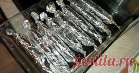 Домашние колбаски без кишок из свинины в фольге