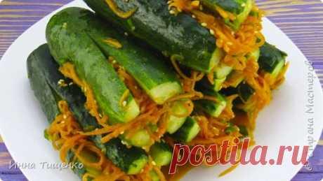 Покоряет Сразу! ЗАКУСКА «Огурцы по-корейски»!  Приветствую всех. Сегодня я хочу с Вами поделиться рецептом огурцов по-корейски. Огурчики получаются остренькими и очень вкусными, станут отличным дополнением к праздничному и повседневному столу. Ингредиенты: Зелёный лук – 10 грамм морковь - 1 шт. - 150 грамм огурцы - 8 шт. чеснок - 2 зубка сахар - 1 ст.л. кунжут жареный – 1 ст.л. подсолнечное масло – 1 ст.л. соль – по вкусу красный ...