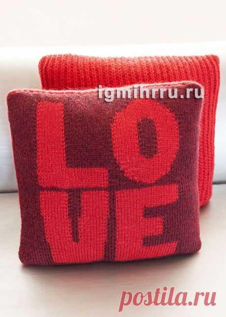 Чехол для подушки с вывязанным словом «Love». Вязание спицами