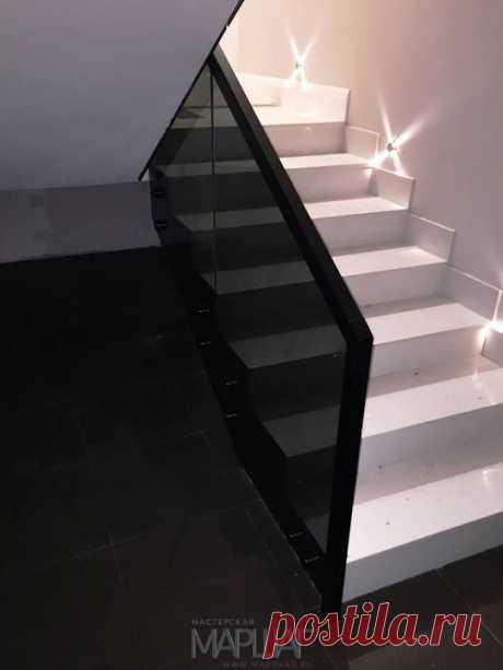 Изготовление лестниц, ограждений, перил Маршаг – Ограждения из черного стекла с установкой