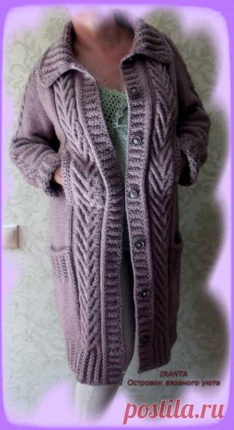 Вязаное пальто с отложным воротником и прорезными карманами Пальто на пуговицах, отложным воротником, большими накладными и прорезными вертикальными карманами бесшовным ирландским регланом сверху. Описание и схемы