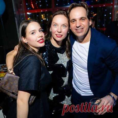 Photo by Elena Sibrina in The Waiters with @elena_sibrina, @katrinluuu, and @max_sibrin. May be an image of 3 people.