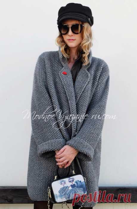 Пальто оверсайз связанное спицами