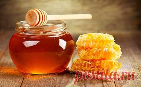 МЕДОВАЯ ВОДА ИЗГОНИТ ПАРАЗИТОВ, ПОМОЖЕТ ПОХУДЕТЬ И МНОГО ДРУГОЕ! ⠀ Одну чайную ложку мёда развести в стакане сырой воды. Получаем 30% раствор мёда, который по составу идентичен плазме крови. Мёд в сырой воде формирует кластерные связи (структурирует ее). Это повышает её целебные свойства. Медовая вода усваивается организмом быстро и полностью. Показать полностью...