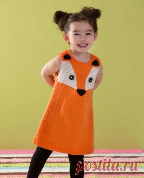 """Вяжем детям: сарафан спицами Детский сарафан спицами просто обязан быть нескучным!  Оригинальный сарафан спицами с искусно вывязанной лисичкой на груди привлечёт внимание мам и понравится любой девочке.  Вязаный сарафан спицами - чрезвычайно удобный элемент одежды. Платье-сарафан спицами практически не мнётся, а меняя блузки и бадлончики, ребёнок будет выглядеть всегда аккуратно и опрятно.  Сарафан для девочки спицами, схемы которого опубликованы на сайте """"Red heart"""" в фор..."""