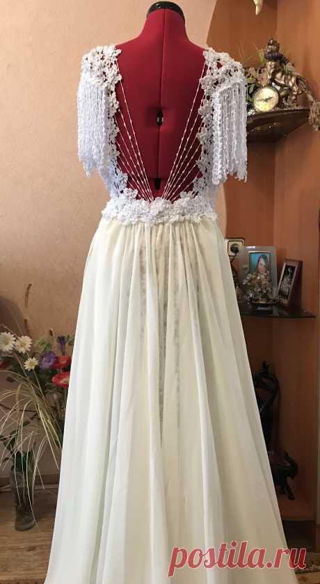 Платье из свадебного превращается в праздничное. Неповторимый рисунок, несколько вариантов фасона, игра цветовой гаммы с нижней юбкой , сделают вас единственной и неповторимой на любом празднике, Вас запомнят на долго. Будьте молоды и прекрасны ВСЕГДА!!!