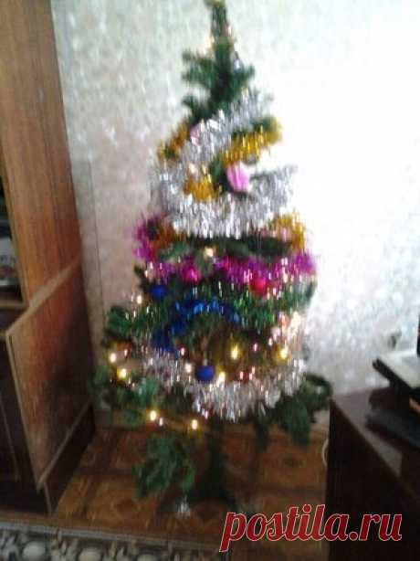 Ёлка новогодния наряженая