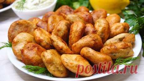 Жареные соленые огурцы с соусом алиоли.