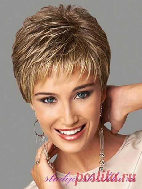 La colocación a los cabellos cortos con el flequillo roto | los Peinados y el Peinado