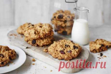 Овсяное печенье в домашних условиях: 10 лучших рецептов Овсяное печенье – тот самый вкус детства, который невозможно забыть. Так почему бы не приготовить его самостоятельно? Мы собрали 10 самых лучших рецептов овсяного печенья в домашних условиях, и некоторые из них точно тебя удивят!
