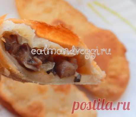 Чебуреки с грибами (постные и с сыром)