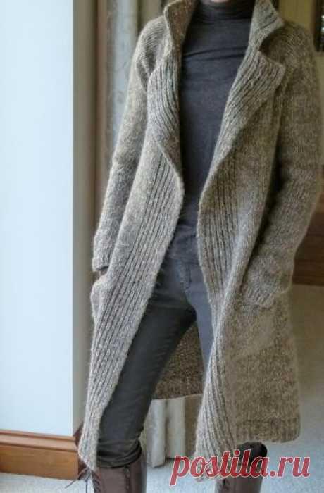 Твидовое пальто регланом сверху Классическое пальто из твида Polar регланом сверху спицами без швов. Полярное пальто выполняется лицевой гладью, без швов сверху вниз.