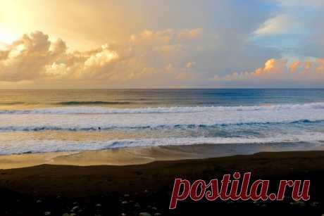 potryasayusche la playa hermosa, donde es de muerte peligroso bañarse