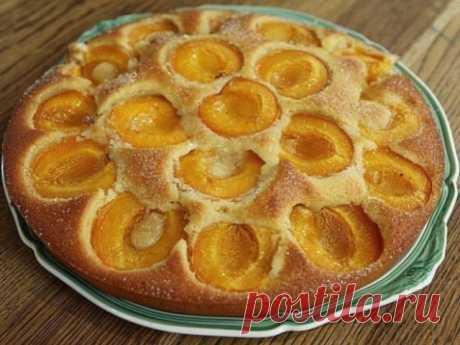 Очень вкусный и нарядный абрикосовый пирог - радость для всей семьи. Ингредиенты: абрикосы — 10 шт. сахарный песок — 50 г. Для теста: мука — 185 г сливочное масло — 160 г яйца куриные — 3 шт. сахарный песок...