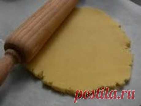 Песочное тесто сабле  Это именно песочное тесто. Разница между сабле ибризе заключается в способе обработки масла в процессе замеса теста и в конечной консистенции уже испеченного продукта – сабле будет рассыпчатым, в
