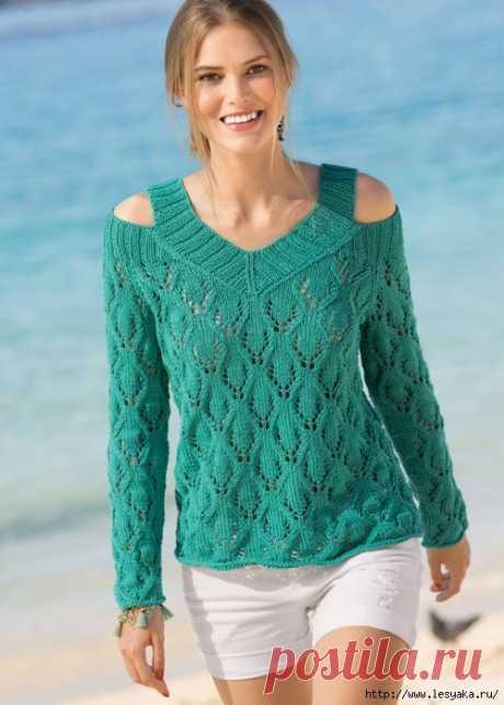 Оригинальный изумрудный пуловер с открытыми плечами спицами!