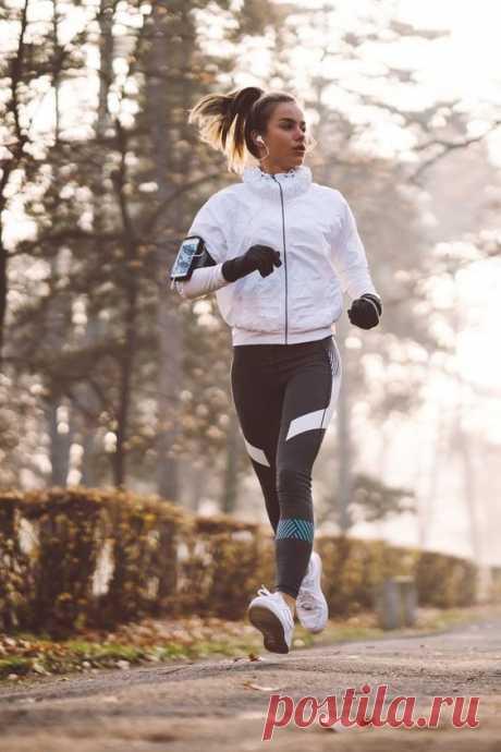 Физические нагрузки и похудение напрямую взаимосвязаны. Если возможности тренироваться дома или посещать спортзал нет, то на помощь приходит ходьба и ее различные техники. Что об этом должны знать начинающие? Спортивная ходьба