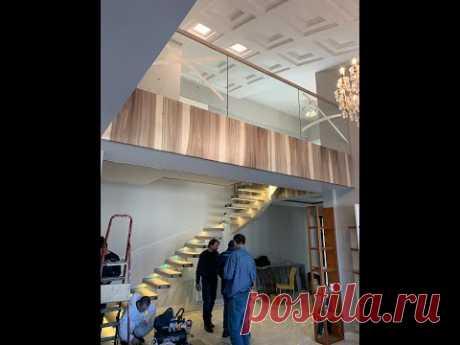 Консольная лестница и ограждение из стекла
