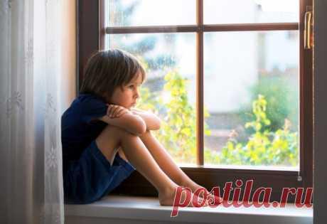 Когда можно, а когда нельзя оставлять ребенка одного дома? / Малютка