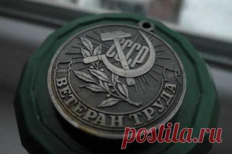 Куда обращаться ветеранам труда за льготами? АиФ.ru отвечает на популярные вопросы читателей.