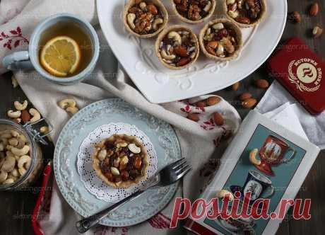 Полезные тарталетки с орехами, изюмом и медом