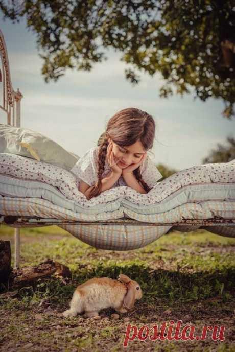 Детство — это то, что мы потеряли во времени, но сохранили в себе.  © Эльчин Сафарли