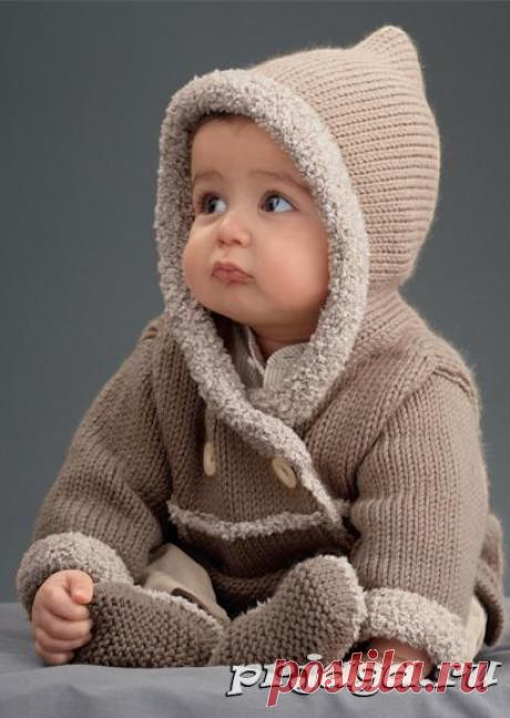 Пальто для малыша спицами.