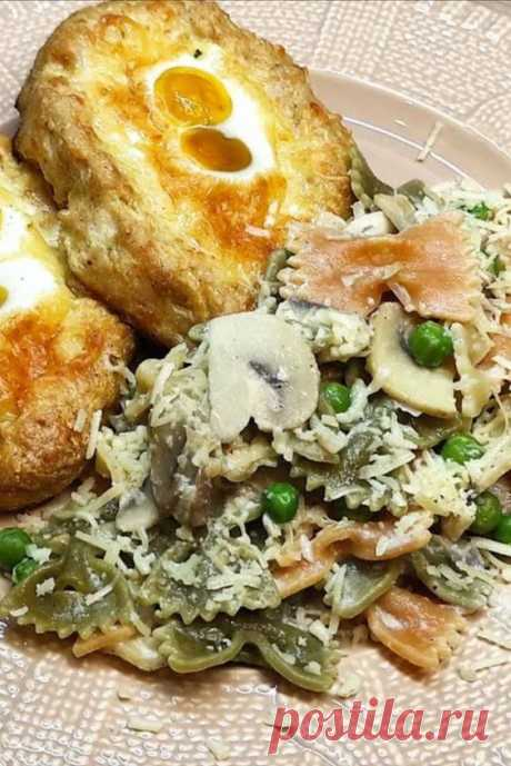 Куриные лодочки в бантиках . Изысканный сливочный соус ! Лодочки из куриного фарша с бантиками в сливочном соусе. Прекрасный ужин, придётся по вкусу всем, простые, всеми любимые ингредиенты, быстрое приготовление и красивый вид на тарелке 🙂