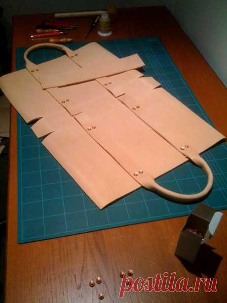 (189) Leather bag construction. \/ Cómo hacer tu propio bolso con cuero. DIY Handmade Crafts. Artisan. | Leather | Construction, Bags and Leather Bags