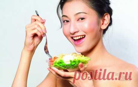 8 секретов стройности японцев Процент полных людей в Стране восходящего солнца — всего 3,5%. У них точно есть чему поучиться! Больше риса Вряд ли вы когда-нибудь встретите японку с ожирением — традиционная кухня не подразумевает жирных и высокоуглеводных продуктов. Ее основу составляют рыба, овощи, рис, соя, лапша, чай (особенно зеленый) и фрукты. Рис – это главное. Его подают маленькими […] Читай дальше на сайте. Жми подробнее ➡