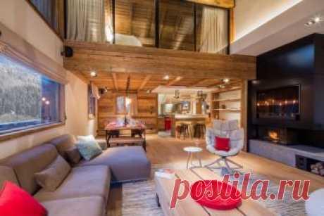 Шале с яркими акцентами на горнолыжном курорте Мерибель Непримечательным этот дом никак не назовёшь! Дизайнеры решили, что нейтральная цветовая гамма, которая обычно используется в интерьерах шале, это скучно, и добавили цветных деталей. Получилось потрясающе
