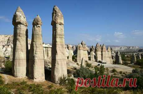 Долина любви в Каппадокии, Турция  Есть на земле место, которое поистине создано для любящих друг друга людей, взглянув на него можно сразу понять почему.