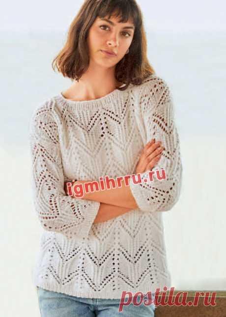Белый пуловер с ажурными зигзагами