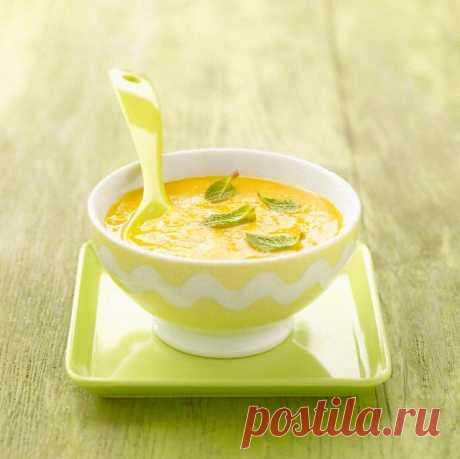 Газпачо из дыни с мятой Газпачо по-праву считается настоящим летним супом. Классический рецепт испанской кухни - пюрированные овощи, оливковое масло, лук, чеснок знаком всем гурманам. А как насчет газпачо из дыни? Это отличный десертный холодный суп, который не менее популярен своего овощного собрата. Готовится просто и легко. Отлично освежает в жару.