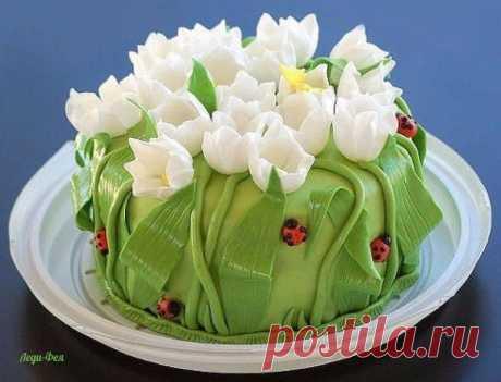 Нежные торты усеянные цветами