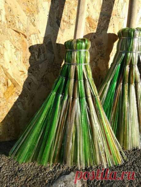 Весьма удобная метла для дачи из простой пластиковой бутылки — Дом и Сад