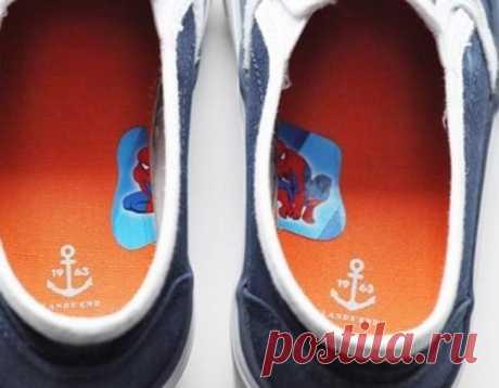 Чтобы ребёнок понимал на какую ногу надеть ботинок