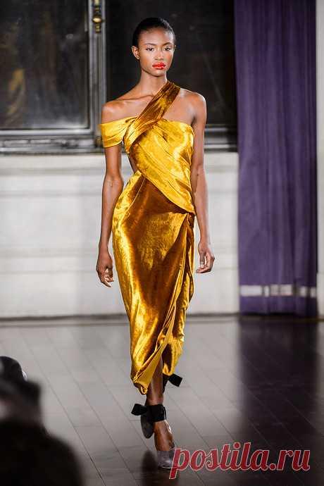 Тренд сезона: вечерние платья в желтой гамме
