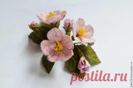 Купить Цвет яблони - бледно-розовый, брошь цветок, цветок ручной работы, брошь из войлока
