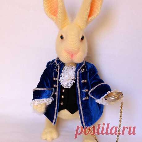 Стихотворение про белого кролика из страны чудес.Кролик связан крючком. #Стихотворениепробелогокролика #кролик #крючок #игрушка #вязание #вязанаяигрушка #вязаныйзаяц #вязанаяжизнь #вязаныйкролик #амигуруми #амигурумизайчик #амигурумикролик