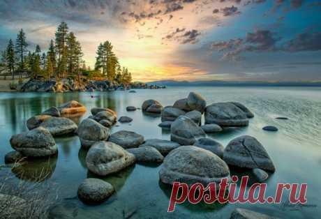Рассвет на озере Тахо. Национальный парк Сэнд Харбор, США. Автор фото – Михаил Рамонов: nat-geo.ru/community/user/225417/