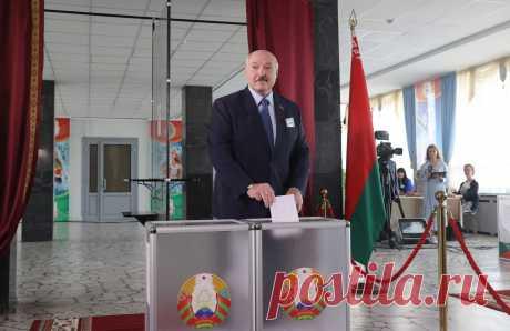 Лукашенко рассказал, куда совершит первый зарубежный визит после переизбрания Президент Беларуси Александр Лукашенко ответил на вопрос журналиста отом, куда совершит свой первый визит в случае переизбрания на новый срок, сообщает ко