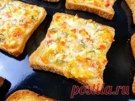 Запекаем тосты в духовке / Идеальный рецепт для вкусного завтрака - батон и брынза!